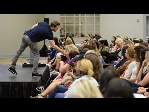 Want Men to Approach You? Use These 4 Harmless Words (Matthew Hussey, Get The Guy)