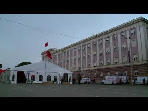 PS, lobim me njeriun pranë Trumpit - Top Channel Albania - News - Lajme
