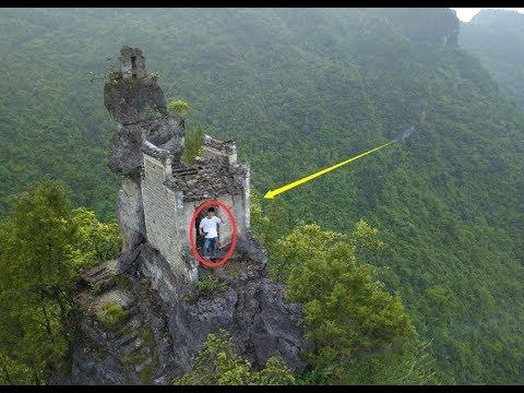 贵州大山深处发现一悬崖上竟建有房子,走进一看这房子不简单