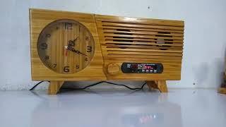 Đồng hồ gỗ kèm máy nghe nhạc