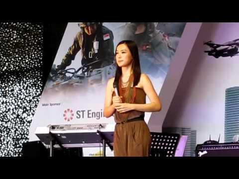 Rebecca Lim @ RSAF Open House 2011 - 开始懂了