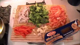 Whole Wheat Pasta With Tomato, Broccoli, Garlic, Mushroom
