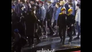 Lisa and Jisoo with Jhope BTS Moment? @SMA 2018