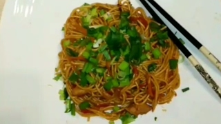 Видео рецепт блюда: яичная лапша с курицей и овощами по-азиатски