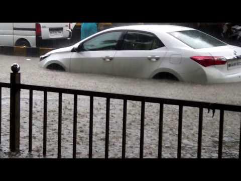 FLOODING IN MUMBAI (bombay), CITY NEVER STOPS  (29.08.2017)