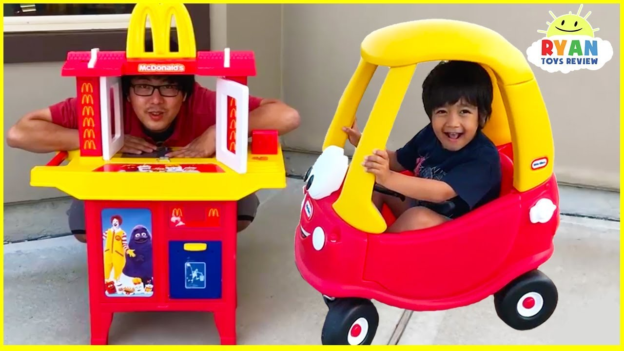Ryan's Drive Thru Pretend Play on Kids Power Wheels Ride on Car with Emma and Kate!!!