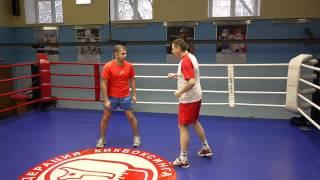 Обучение первым шагам победной школы бокса.