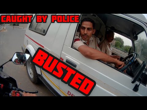 Caught by delhi police , while doing review of yamaha r15 2019 model