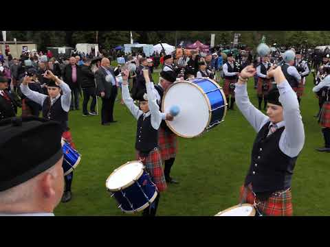 Pipe Bands tuning up - World Pipe Band Championships 2017 - [4K/UHD]