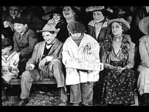 (The CIRCUS) - CIRCUS DAY (with Jackie Coogan).avi