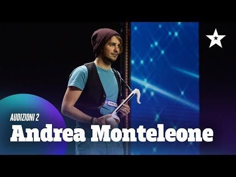 """Andrea suona """"Africa"""" con l'otamatone"""