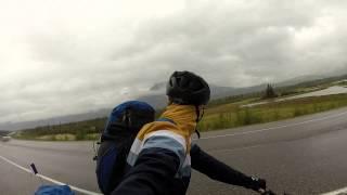 Avancée en vélo sous la pluie en Alberta - CANADALASKA Thumbnail