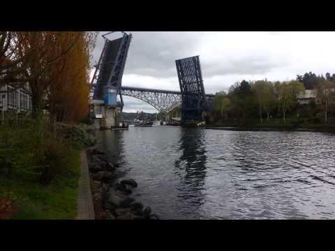 Seattle-Fremont Bridge opens for ships