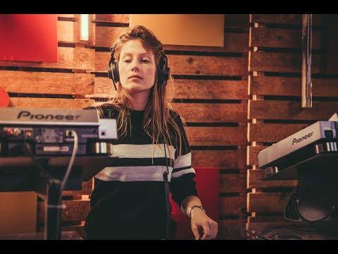 Charlotte de Witte - live bij Studio Brussel