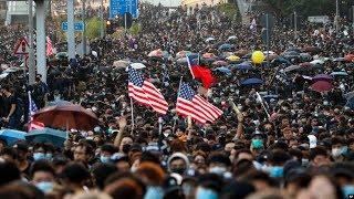 VOA连线(海彦):香港区选后首个大游行演变成警民冲突