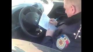 Poliţia parcată oricum amendează doar pe unii