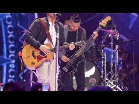 Ariel NOAH nyanyi lagu Terbaru Stingky - Jangan Tutup Dirimu