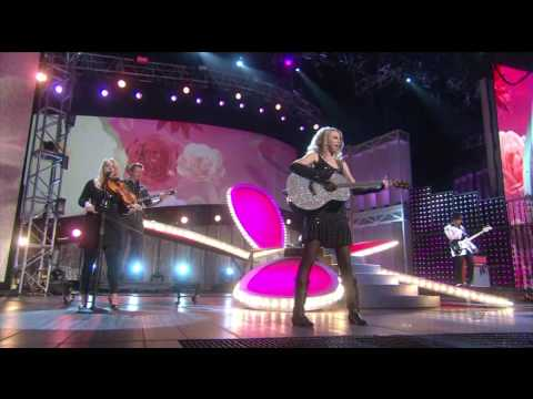 Taylor Swift - Our song @ Live On Horizon...