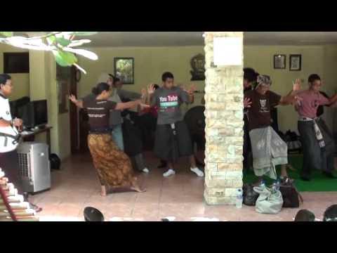 Mekar Bhuana Half-day Balinese Gamelan & Dance Workshop - Singapore Group
