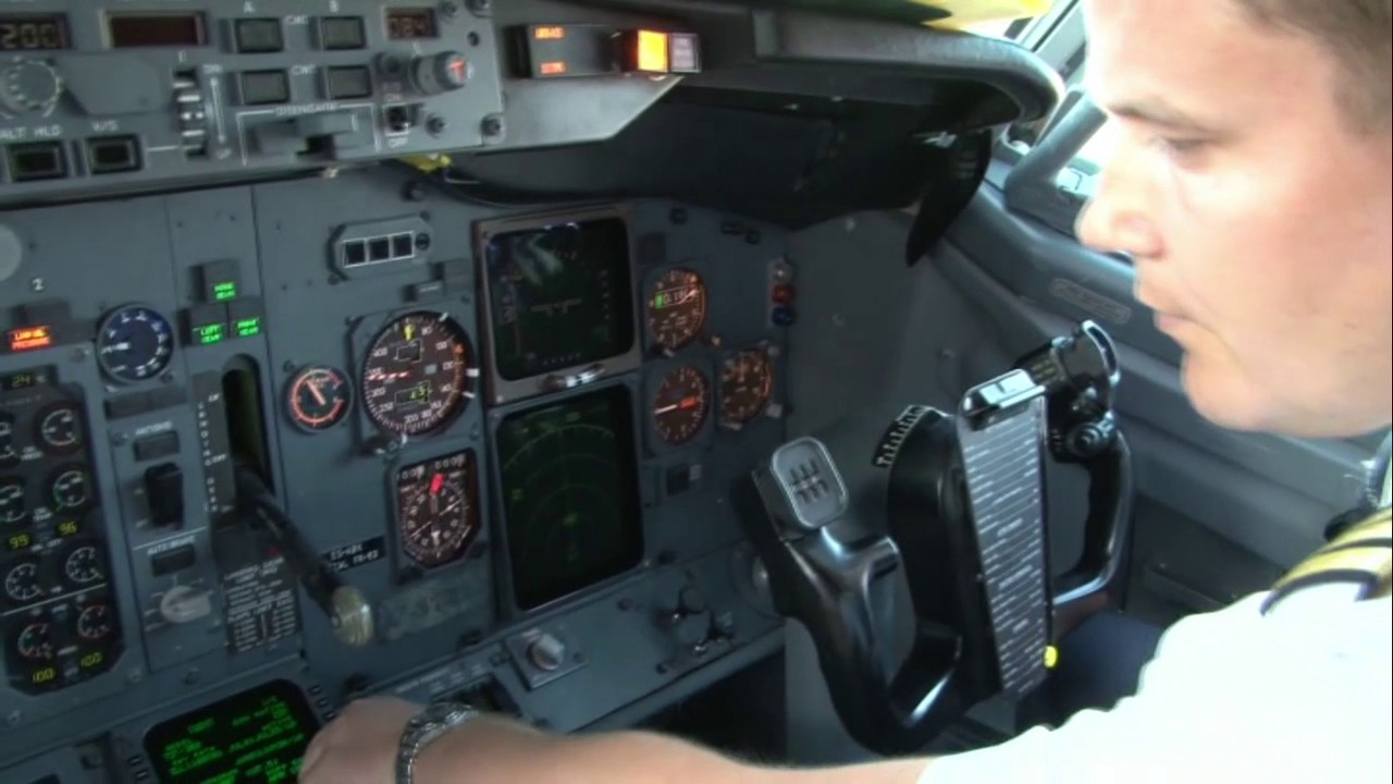 B737 500 Cockpit Preparation And Fms Loading Youtube