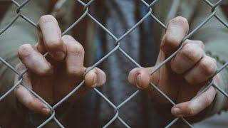 É dever do Estado indenizar presos por situação desumana de presídios?