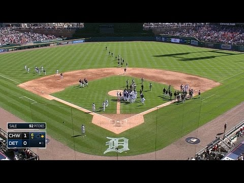 Benches clear in Detroit after V-Mart is hit by pitch