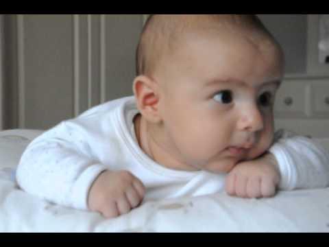 Bebek başını kaç ay tutuyor