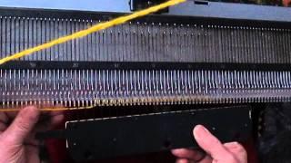 Вязание на вязальной машине Нева 5 первых рядов