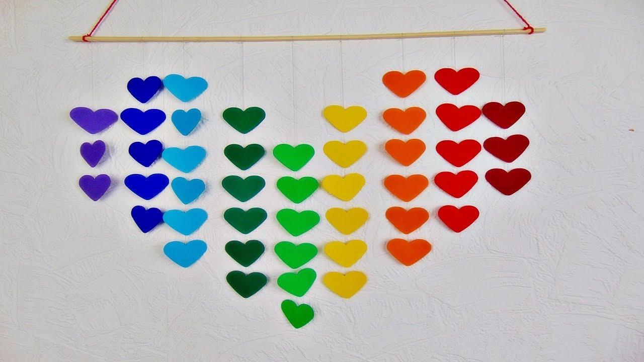 Basteln Mobile Mit Herzen In Regenbogenfarben Diy Deko Basteln Mit Papier