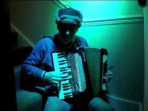 Yablochka (яблочка) Russian dance on accordion