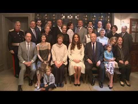 Downton Abbey gets royal approval as Kate meets cast