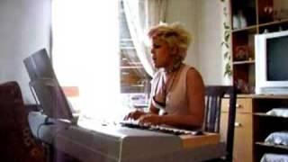 Sex Pistols - Anarchy in the uk (piano-voz-bata)