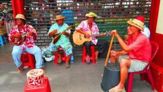 PAPEETE MARKET IN TAHITI - Live Music