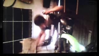 Honza se pokouší opravovat motorku :D