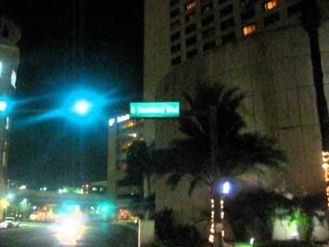 Caminando desde el Dadeland Mall hacia el Hotel Marriott en Miami. Discovery Road