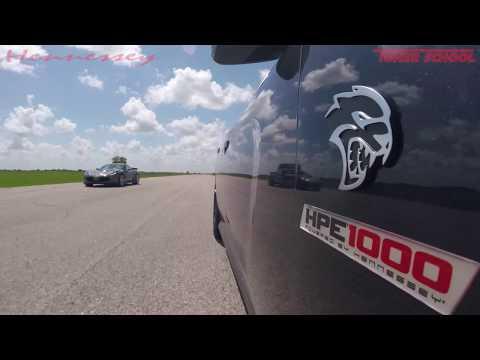 1000 HP Hellcat Charger vs 650 HP Z06 Corvette Roll Racing