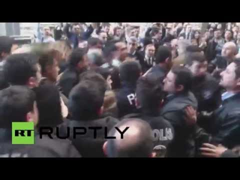 Turkey: Lawyers battle riot police at Istanbul courthouse