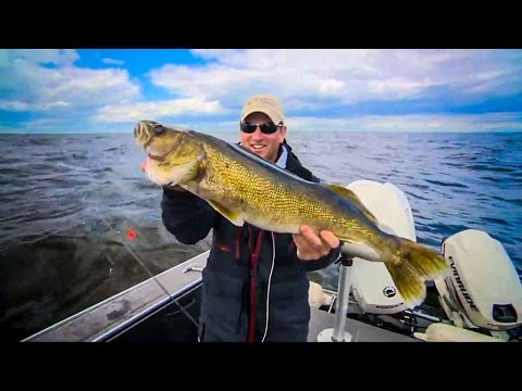 Bottom Bouncing For FAT Walleyes on Lake of the Woods Fishing Babe Winkelman's Good Fishing