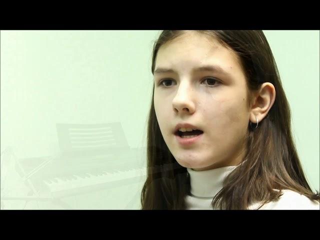 Изображение предпросмотра прочтения – ВероникаЕремина читает произведение «Девушка пела в церковном хоре» А.А.Блока
