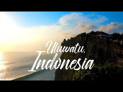 EATING LIKE A LOCAL || TRADITIONAL FIRE DANCE IN ULUWATU, INDONESIA