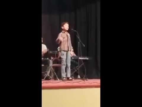 "Ae Rah-e-Haq k Shaheedo "" performed by little boy in GCU Lahore"