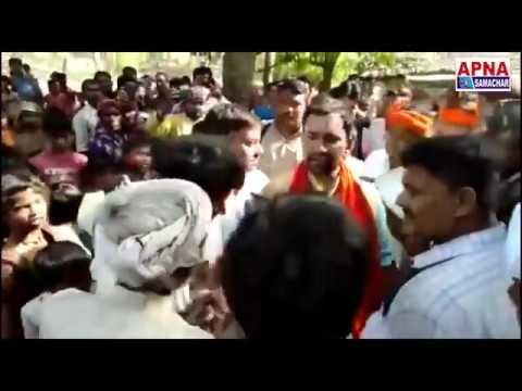आजमगढ़ की जनता से आशीर्वाद लेते हुए दिनेश लाल यादव निरहुआ