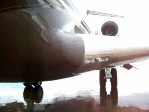 Global Express 5000 de Excelaire Services INC. en Cordoba (walking around)