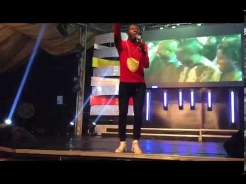 Video (stand-up): Comedian Akpororo Gets a Crowd to Laugh