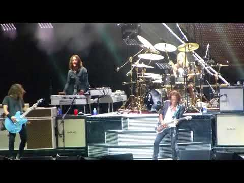 Draw the Line Foo Fighters wJoe Perry Cal Jam 10717