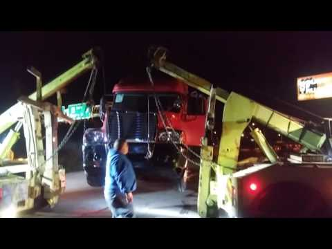 Heavy Duty Towing & Recovery Inc. Decking a semi truck Part 3