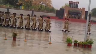 Prade qasid 24 Pak army enjoying in rainy day