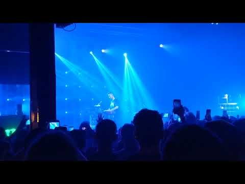 DZL - Mike Shinoda in CLT asks crowd to sing Chester's part on In The End