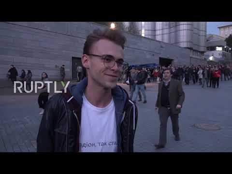 Ukraine: Kiev residents react to Poroshenko – Zelenskiy stadium debate