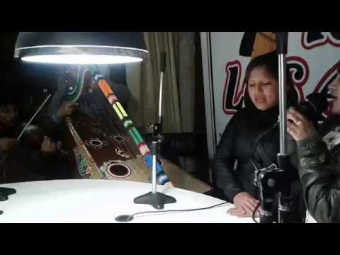 02  MUÑEQUITA Y CHINITA CON LA AGRUPACIÓN SANTA ANA DE HUAYCAHUACHO EN RADIO LOS ANDES FM...